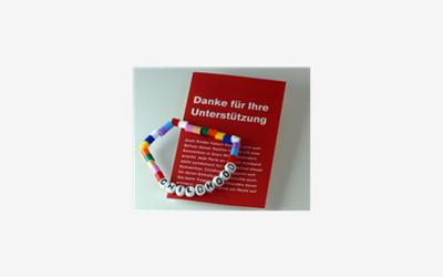 DocMorris unterstützt Childhood: Kinderrechte-Armband in Apotheken