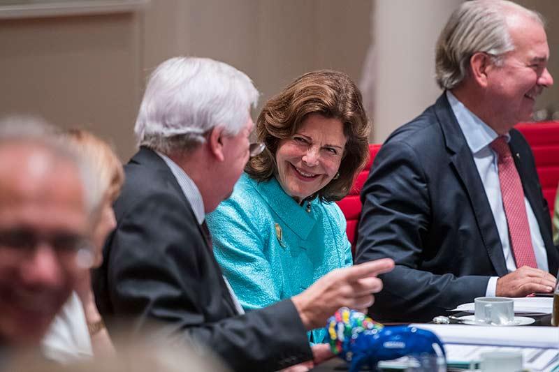 Königin Silvia von Schweden beim Runden Tisch in Wiesbaden